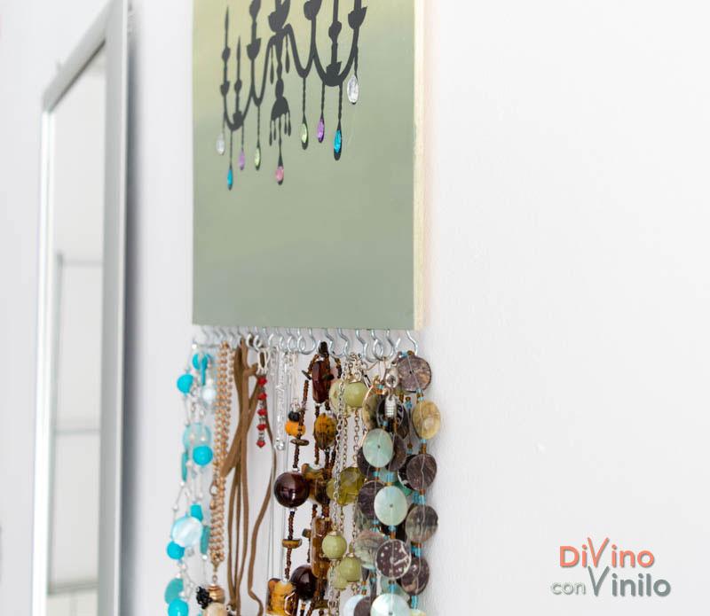 dd92478a0f24 Colgador para collares y pendientes con vinilo decorativo