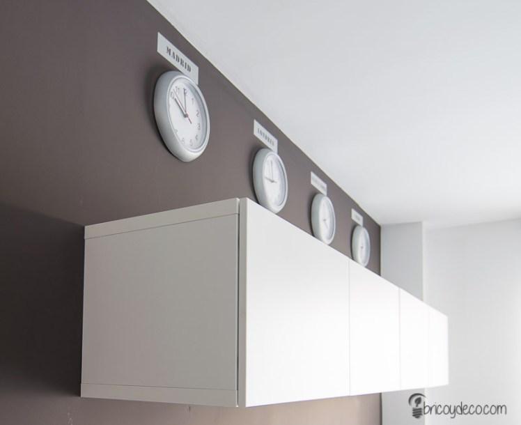 decorar la pared con vinilo efecto acero inoxidable