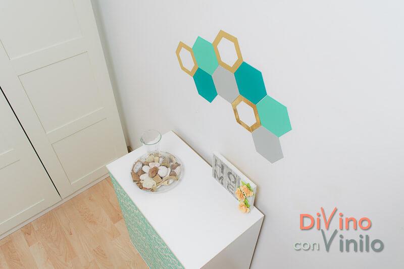 mural decorativo con hexágonos forrados con vinilo adhesivo