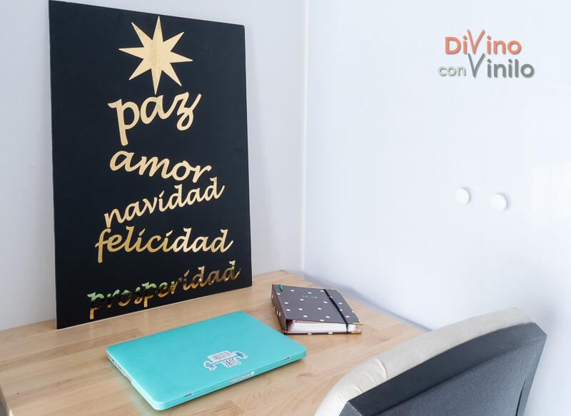 cartel navideño con letras de vinilo dorado